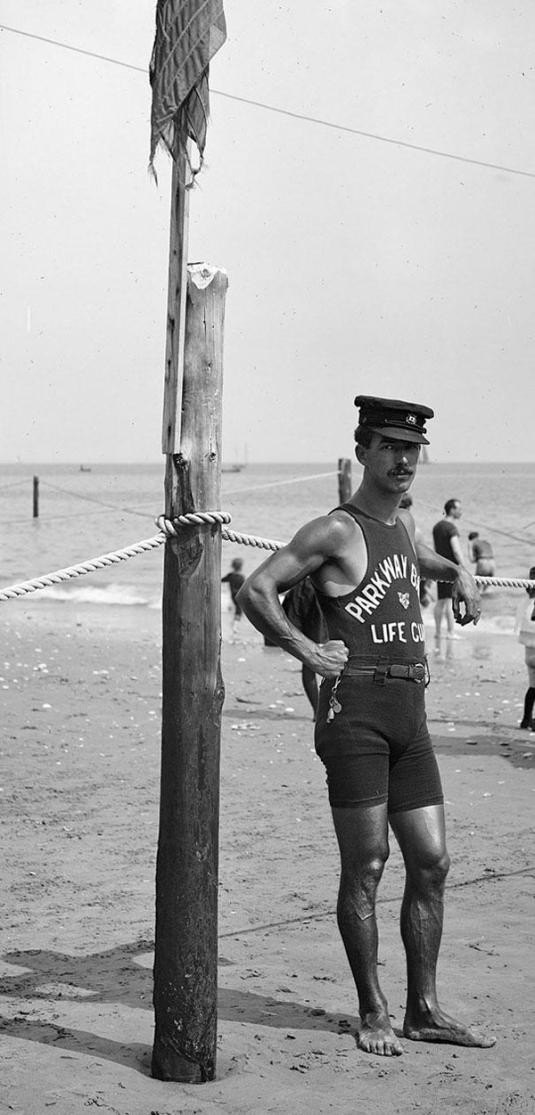 26-Lifeguard-on-the-coast-1920s